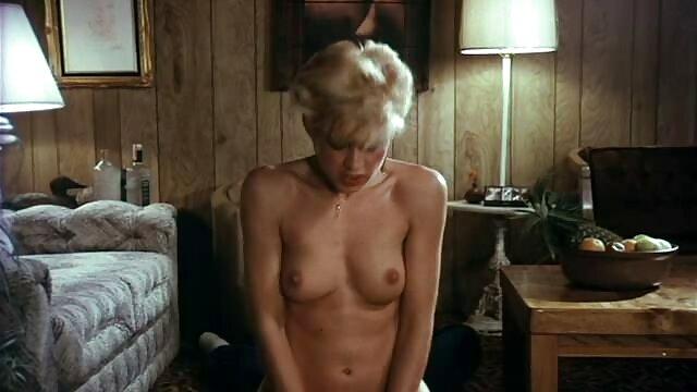 Schläfrige sexfilme reife frauen Oma fickt sich selbst mit großen dildo