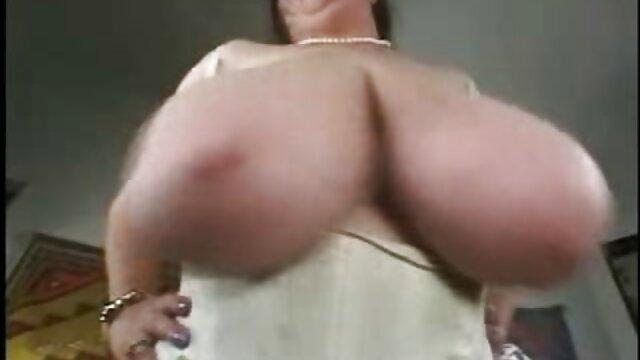 Saggy sexfilme für ältere Titten Brünette in Strümpfen Reiten Hahn