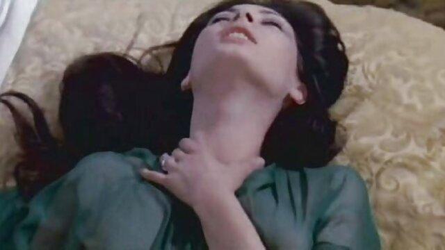 Keira sexfilme gratis mit reifen frauen Verga in einem grünen top