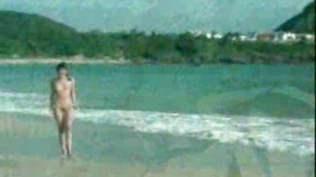Mia Kay ist auf kostenlose pornofilme von alten frauen den Knien und schluckt einen Schwanz