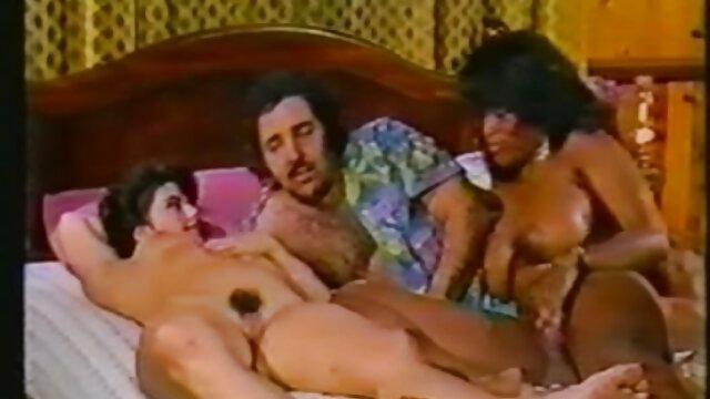 Brunette Hottie Zeigt Und sexfilm mit alten frauen Finger fickt Ihre Nasse Muschi