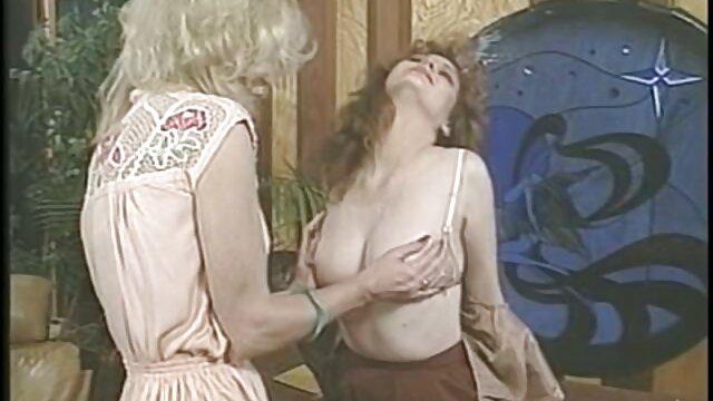 Schöne Mädchen massiert mit alte pornofilme kostenlos öl und gefickt