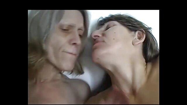 Vollbusige soccer pornofilme mit alten mom masturbiert in Strumpfhosen