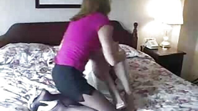 Kleine geile Sau reitet den alte sexfilme kostenlos Schwanz und fingert sich in den Arsch sex pur