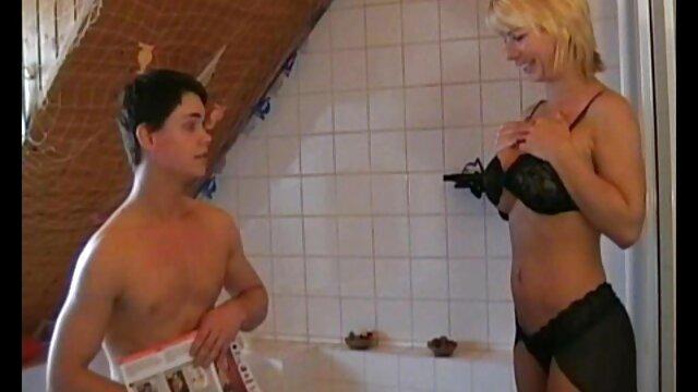 Zwei sexfilm mit alten frauen twinks ficken im Hinterhof