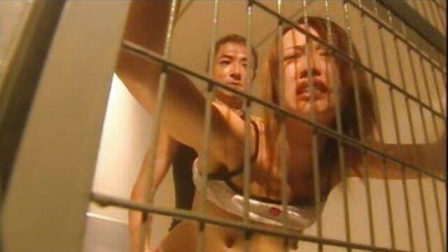 Tätowierte Jette reibt sexfilm alte frau Ihren Kitzler
