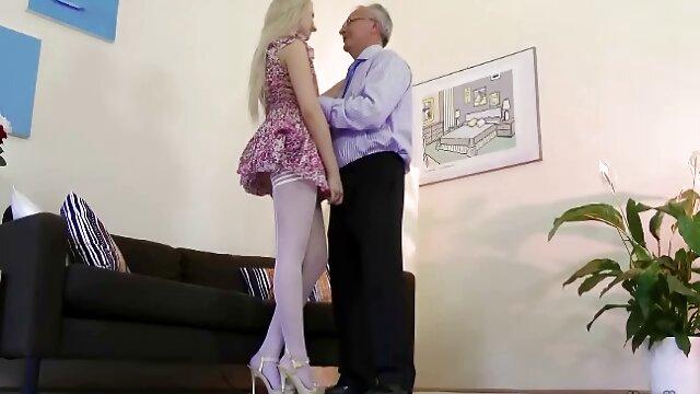 Rote pornofilme mit alten Lippen, weißes Sperma