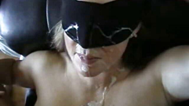 Enge saftige pornofilme alte Pfirsich babe reibt Ihre Muschi