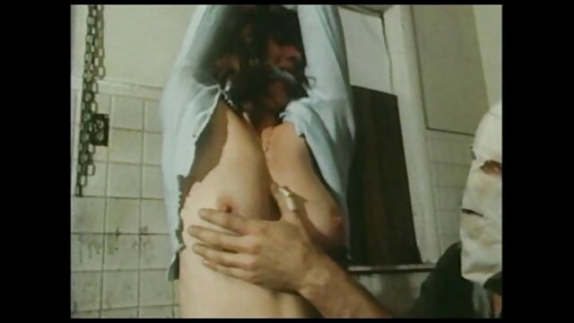 Latina mit einem pornofilm mit alten frauen schönen Arsch spielt Ihre Muschi