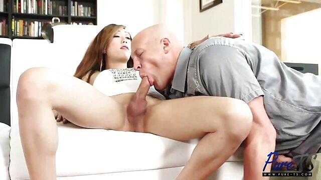 Slim Yanks Mary pornos alte weiber Kelly macht sich bereit für ein Nickerchen