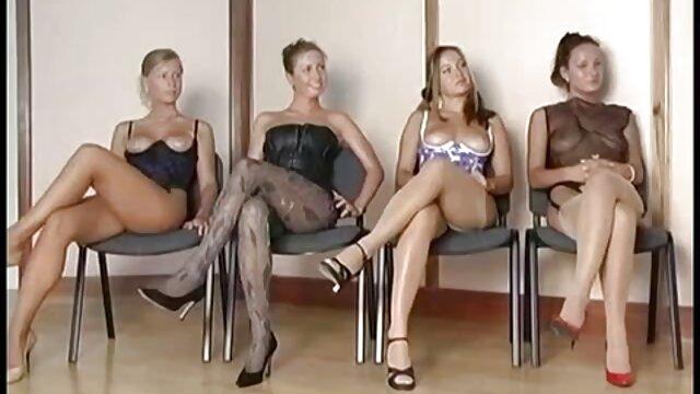 Blonde Mädchen genießt massage kostenlose pornofilme von alten frauen und ficken
