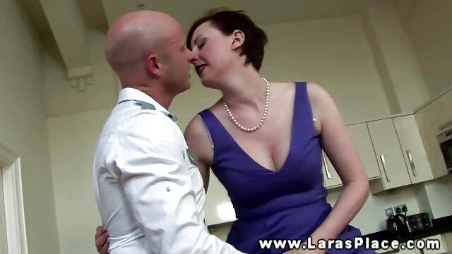 Tätowierte Brünette Becky Stevens Finger pussy gratis alte sexfilme
