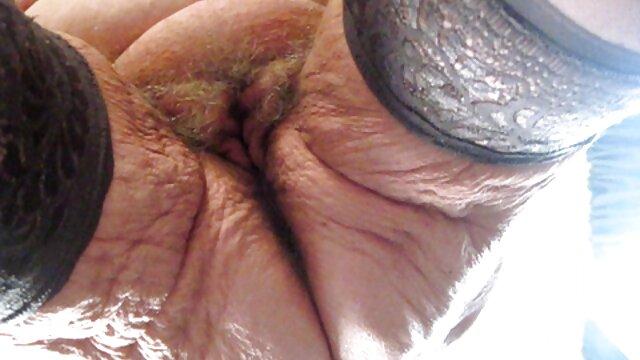 Busty babe masturbiert mit antike sexfilme Spielzeug